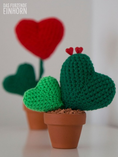 up cycling crochet hearts as cactus