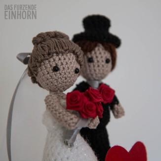 Crocheted Wedding Couple Gift DIY
