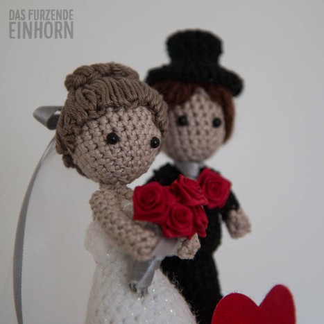 Crocheted Wedding Couple Gift DIY