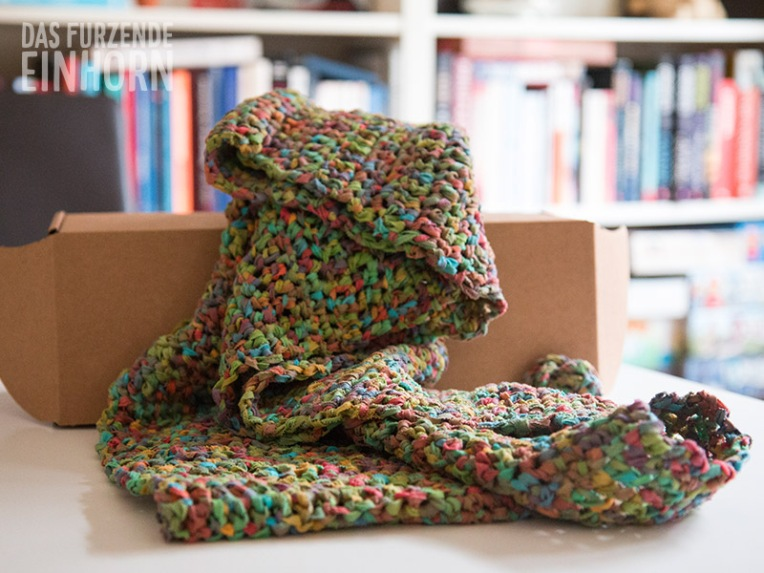 loop-scarf-crochet-rainbow