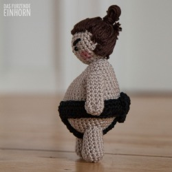Amigurumi-Sumo-Crochet-side