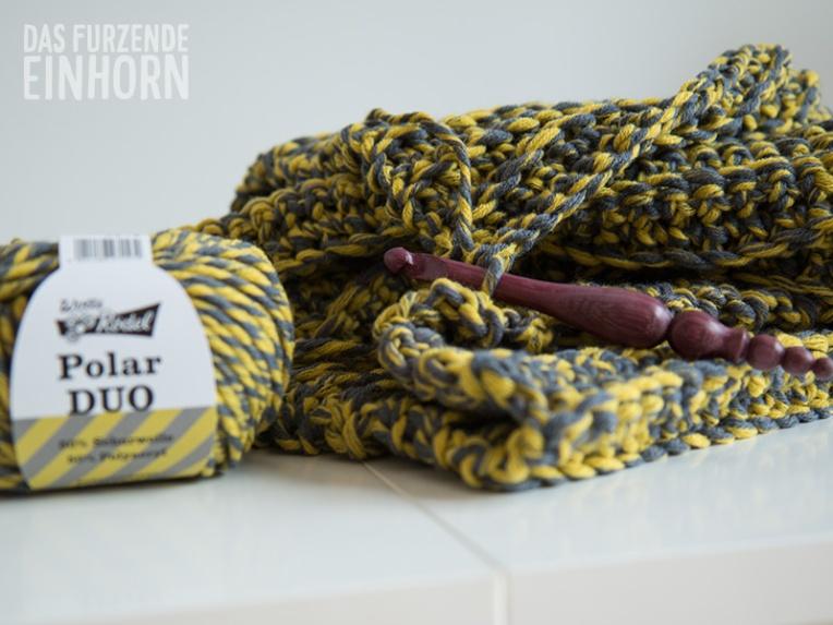 loop-grey-yellow-crochet